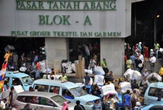 Blok-A-Pasar-Tanah-Abang-keruwetan-di-pintu-masuk