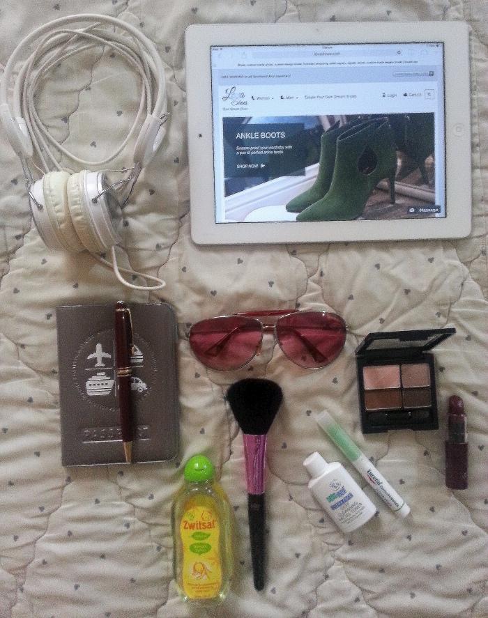 Xoxo_Lova_Travel_Essentials_2