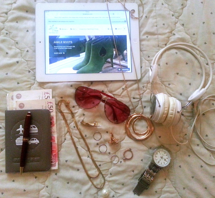 Xoxo_Lova_Travel_Essentials_7